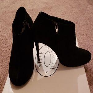 Steve Madden Melika Black Suede Ankle boots